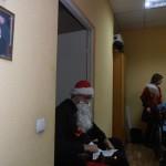 Дед Мороз готовится пытать детей